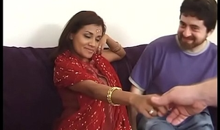 A handful of Indian Lady for 2 US Cocks!!!