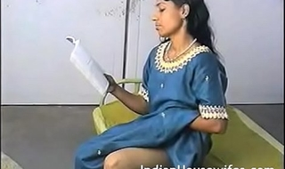Amateur Indian Housewife Reading Dirty Magazing And Rubbing Fur pie